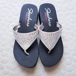 Skechers flip flops yoga foam sandals jeweled 9